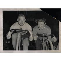 1937 Press Photo Russell Allen & Gerard Debaets, Ride Six Days Around Big Saucer