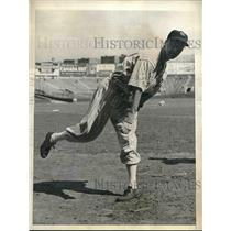 1936 Press Photo Monte Pearson Righthanded Pitcher New York Yankees Practice MLB