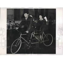 1935 Press Photo Patricia Knapp & John O'Reilly on Bicycle
