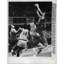1959 Press Photo Ron Sobie of New York Knickerbockers, Ed Flemming Minneapolis