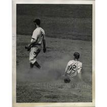 1941 Press Photo Philly's player Davis slides into 2nd base - nea44709