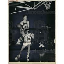 1956 Press Photo Jack McMahon of St. Louis Hawks, Dick McGuire of Knicks