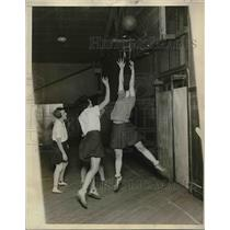 1929 Press Photo Hunter College Varsity Basketball Squad Practice