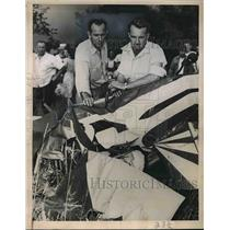 1947 Press Photo Pilot Claude Smith & Partner Robert Hopkins