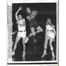 1956 Press Photo Dan Doughery blocks a shot against the other team
