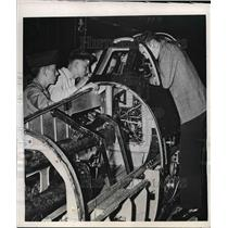1946 Press Photo Two people working on plane in Olmstead field - nea57006