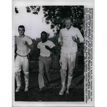 1959 Press Photo Clyde Lovellette, Atlanta Hawks, Virgil Akins, Hank Stien