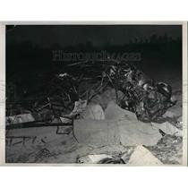 1939 Press Photo Charred Wreckage of Airplane Crash, Rob Grett and Samuel Hogan
