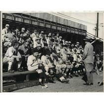 1932 Press Photo Johnny Butler Chicago White Sox instructor lecturing to a class
