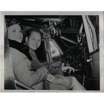 1941 Press Photo Mr & Mrs Paul J. Saltanis on their flying homeymoon - nea50236