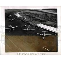 1952 Press Photo View of Apron & Terminal Building N.Y. Intenrational Airport