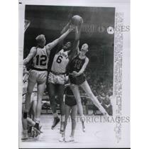 1957 Press Photo Ken Sears, Williie Naulls, Knicks