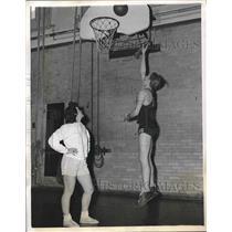 1947 Press Photo Basketball players Duane Garrison and Shirley Jameson