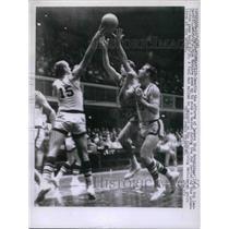 1957 Press Photo Dick Schnittker, Bob Leonard of Lakers, Dick McGuire of Detroit