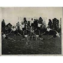 1930 Press Photo Arlington lee High School Girls Make Pyramid - nea65949