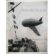 1944 Press Photo Barrage Balloon Protection Of Allies Demonstrated On US Ship