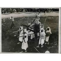 """1933 Press Photo A Pharoah is being carried to """"State"""" in manner of Early Egypt"""
