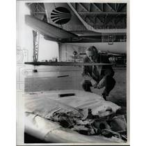 1971 Press Photo Mike Konig Inspecting Part of Continental Airline 707 Wreckage