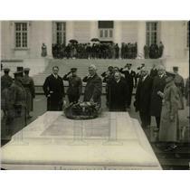 1925 Press Photo Cuban Pres. elect Gerardo Machado at Tomb of Unknow Soldier