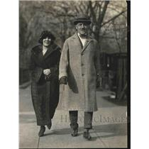 1924 Press Photo Egyptian Minister Yousry Pasha & daughter Lutifia in D.C.