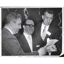 "1956 Press Photo Arthur Morse, Ed Sainsbury, Harold E. ""Bud"" Foster at the event"