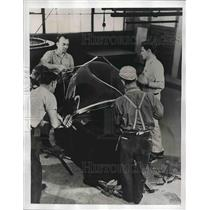 1941 Press Photo Production of Plexiglas for Planes, Rohm, Haas Co. World War II