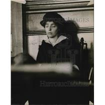 1916 Press Photo Mrs. Barnes on Witness Stand for Murder Trial