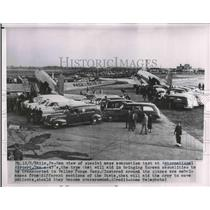 1950 Press Photo Evacuation test at Intl airport in Phila. Pa