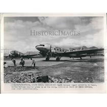 1950 Press Photo South Koreans repair airstrip. UN courirer plane on strip