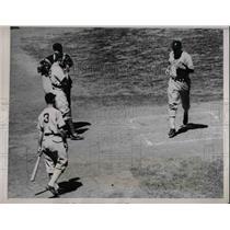 1938 Press Photo New York Yankee's CAtcher Joe Glenn & Umpire Kolls