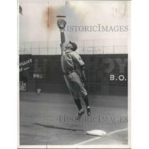 1932 Press Photo Charley Grimm New Manager Chicago Cubs Reaches For High Ball