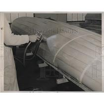 1940 Press Photo New Airplane Parts Made Of Plastic Being Manufactured