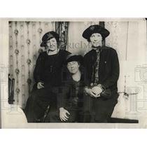 1923 Press Photo Kathleen Land & Sheehy Lindy Kearns Speak To Destitute Families