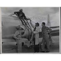 1946 Press Photo pilot Henry Johnson after breaking speed record with P-80 jet