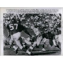 1960 Press Photo Detroit Lions' Dan Lewis Fumbles Ball In 2nd Quarter Of Game