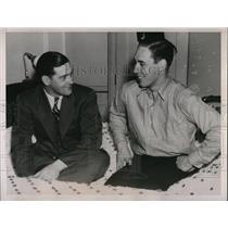 1938 Press Photo Cleveland Indians Pitcher Bob Feller & Herb Hemsley In Hotel