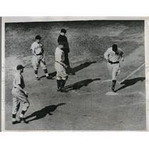1938 Press Photo Gus Suhr First Baseman Pirates Scores Run New York Giants MLB
