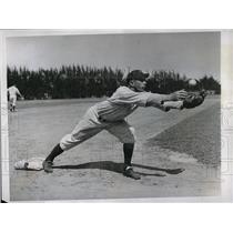 1934 Press Photo John Saltzgaver Infielder New York Yankees Spring Training MLB