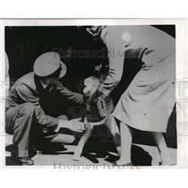 1944 Press Photo Flight Lt. F.B. Gascolgne & Daughter Patricia In Australia