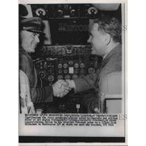 1959 Press Photo Wash.D.C. pilot Capt Carlos & DR Baker in Viscount cockpit