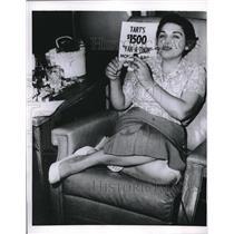 1958 Press Photo Mrs. Lois Grant, 27, won $1,000 in prizes