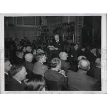 1946 Press Photo Wilbur Peck Addresses Greenwich, CT Town Meeting - nea87822