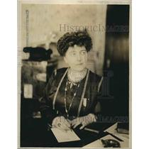 1918 Press Photo Mrs. Nina Larrey Duryea awarded by French Government for her