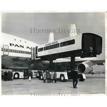 1970 Press Photo Demonstration of Plane-Mate Used by Pan American Airlines