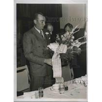 1937 Press Photo Elk Lodge Presents Farewell Buds To Yank 2nd Base Tony Lazzeri