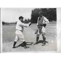 1934 Press Photo Manager Joe McCarthy Instructs Skeets Dickey New York Yankees