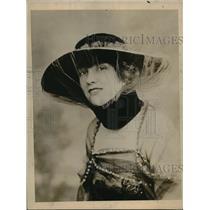 1918 Press Photo Black Velvet Dress Hat, Flesh Moire Silk Tulle - nex06742