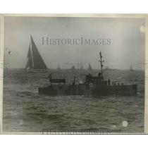 1930 Press Photo Yacht Enterprise Defeats Shamrock V In Americas Cup Race