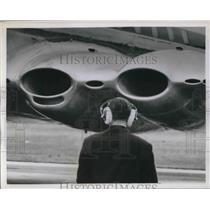 1951 Press Photo Ground Staff London's Airport