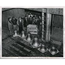 1952 Press Photo Workmen display full-scale model of a Carillon from Netherlands
